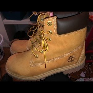 Youth Timberlands size 6.5. Women's size 8
